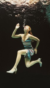 women-underwater